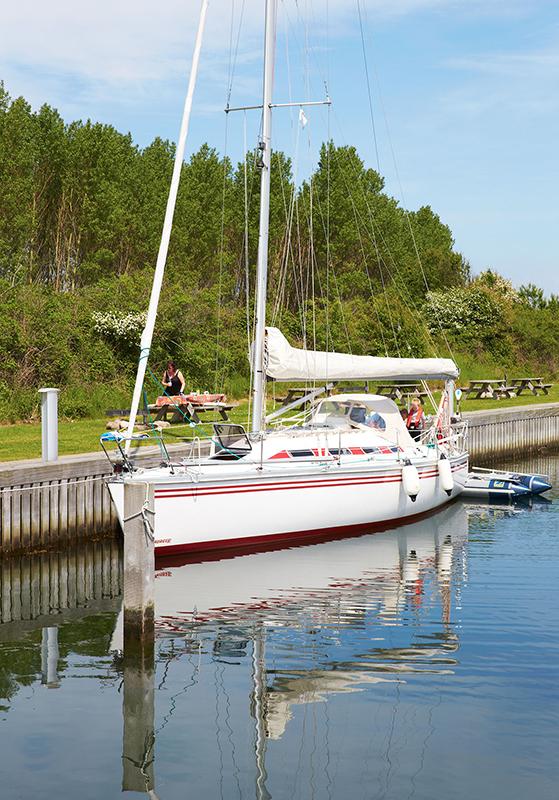 FET_Liebhaverboligen_Ø_Vejrø_Fodpåegenø_båd i marina