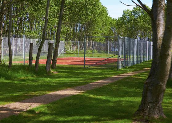 FET_Liebhaverboligen_Ø_Vejrø_Fodpåegenø_tennisbane