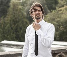 CAT_Tomas Ambt Kofod_Teater_TTAK - skjorte og slips (Jesper Paasch)