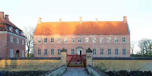 Selsø Slot vågnet fra Tornerosesøvn