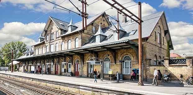 Charlottenlund Station voxer