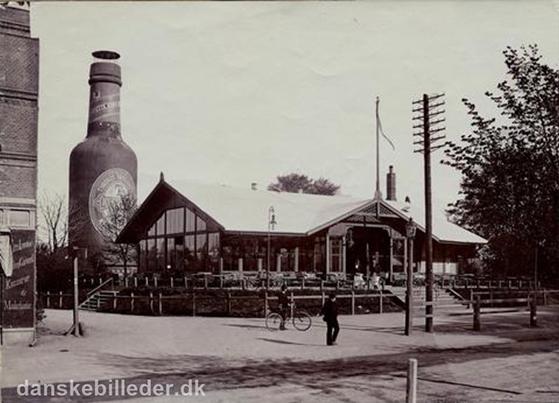 FET_Tuborg-flaske-og-ølhal-fra-1890.-Foto-Lokalhistorisk-arkiv