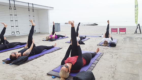 FET_Pilates-and-More-sommer-beach-Træning-Bellevue-strand