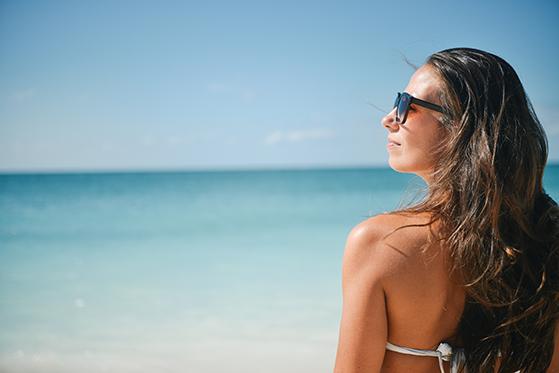 FET_Sol_beach-brunette-girl-5360