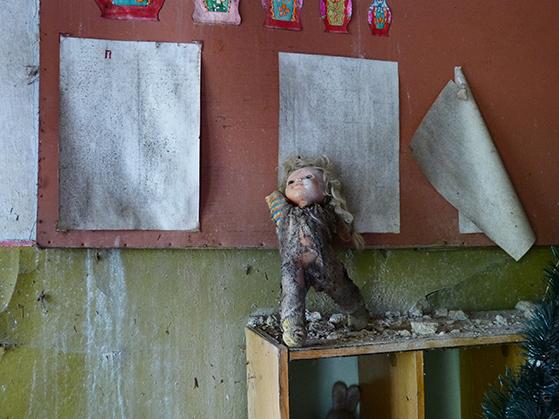 FET_Tjernobyl_Beboerne-fik-tre-timer-til-at-pakke-deres-ting.-Meget-blev-efterladt.-Her-er-vi-i-en-børnehave.