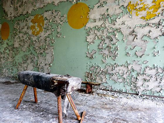 FET_Tjernobyl_Engang-en-livlig-gymnastiksal.-Nu-blot-forfaldets-skønhed.