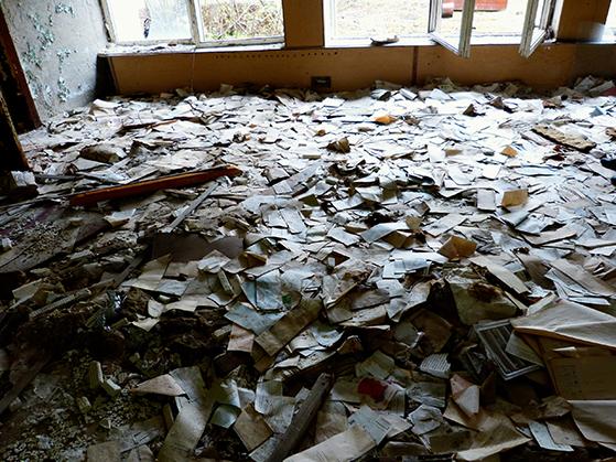 FET_Tjernobyl_På-posthuset-flyder-det-med-breve,-som-aldrig-blev-sendt.
