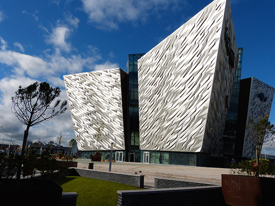 FET_Belfast_Det-nye-Titanic-oplevelsescenter-er-flot-i-arkitekturen