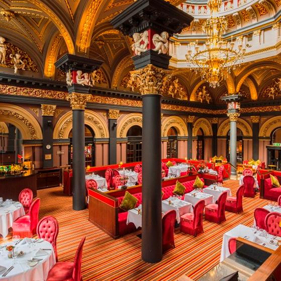 FET_Belfast_Interiøret-i-The-Room-på-The-Merchant-Hotel-er-enestående.-her-serveres-afternoon-tea-i-to-sessions