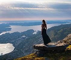 CAT_Fra-bjerget-Ulriken-er-der-den-mest-fantastiske-udsigt-ned-over-byen.-Foto--Bergen-Reiselivslag