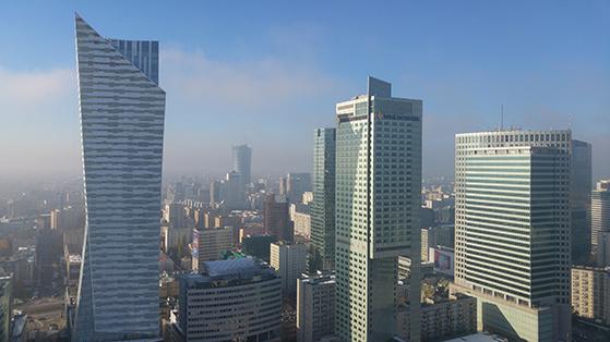 FET_Warszawas-skyline-kan-ses-fra-taghaven-oven-på-Universitetsbiblioteket.-Foto-Pixabay