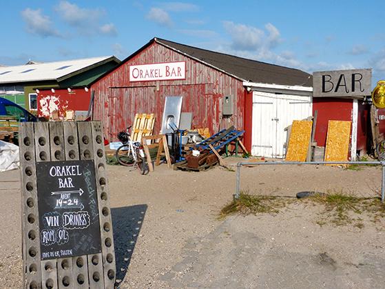 FET_Anholt_Orakel-Bar-på-ved-havnen.-Her-er-gode-drinks-og-smukke-solnedgange