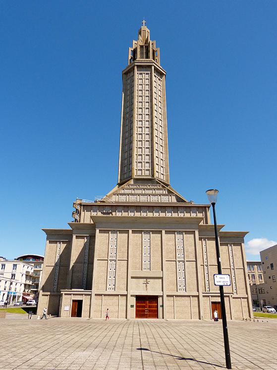 FET_Rejsereportage_etratat_Perrets-mesterværk---kirken-bygget-i-beton-fra-yderst-til-inderst