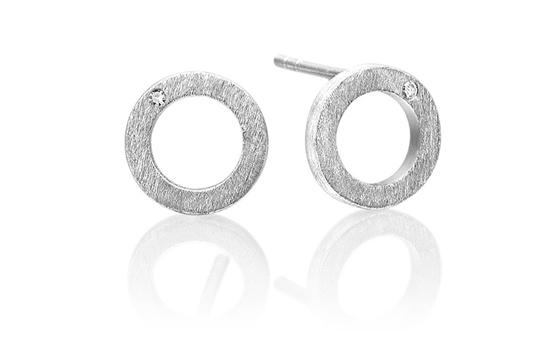 Cosmos øresticks i rhodineret sølv med diamanter. Fra Anette Wille Jewellery. Pris 995 kr