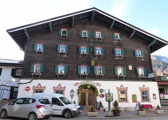 FET_Østrig_Liebhaverboligen_rejser_Skiferie_Hoteller i bedste tyroler-stil præger området. Her Romantik Hotel i centrum af Zell am See. Se mere på www.romantik-hotel.at