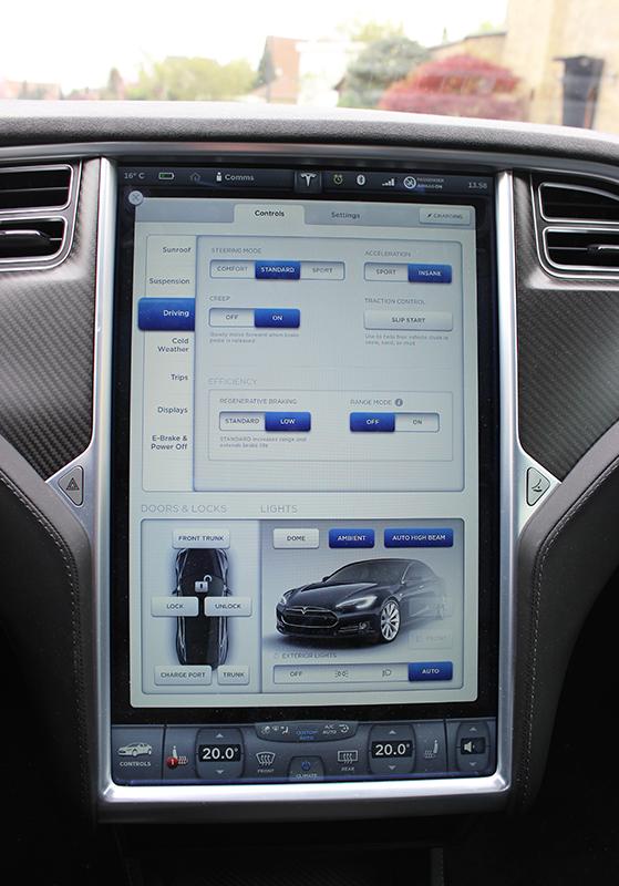 FET_Liebhaverboligen_Liebhaverbilen_Test_Tesla skærm