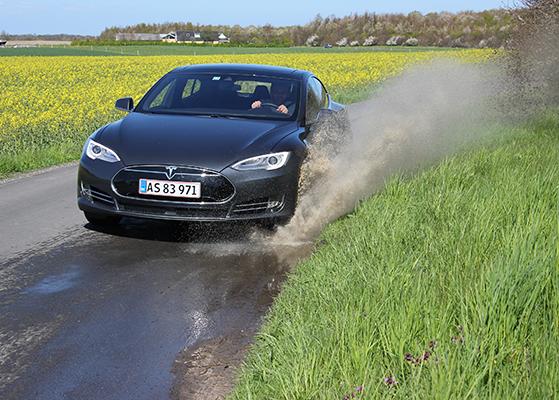 FET_Liebhaverboligen_Liebhaverbilen_Test_Tesla sprøjt2