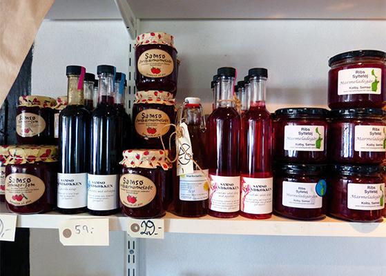 FET_Samsø_Øferie_Alle Samsøs lokale produkter er til salg i den gamle købmandsgård %22 Smagen af Øen%22 på Ballen Havn