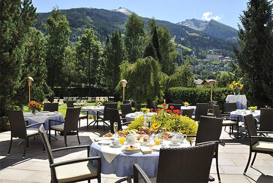 FET_Sundhed_Rejser_Østrig_Hotel EUROPÄISCHER HOF_Terrasse mit Blick auf Bad Gastein