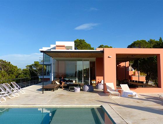 FET_Rejsereportage_Ibiza_Retreat_Detox_Ophold_Allle linjer i villaen er rene, enkle