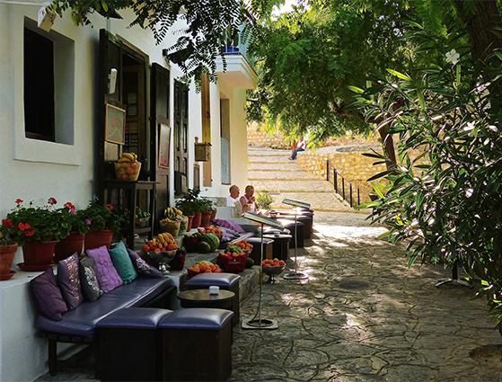 FET_Rejsereportage_Ibiza_Retreat_Detox_Ophold_Den gamle del af Ibiza-by har mange yndige cafeer og udsigter