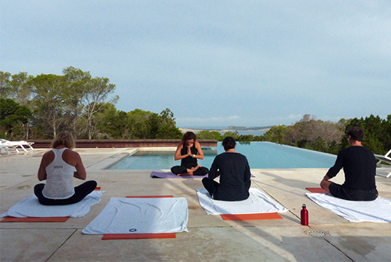 FET_Rejsereportage_Ibiza_Retreat_Detox_Ophold_morgenyoga