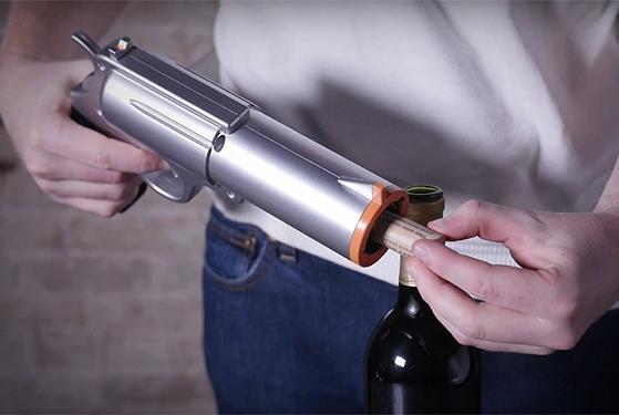 FET_Mandesager_Powered-Wine-Opener-Gun_1