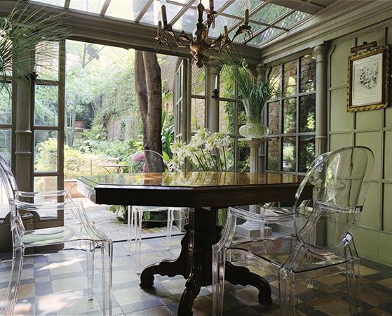 FET_Akryl_Møbler_Spisebord_Boligdesign_Louis Ghost-stole