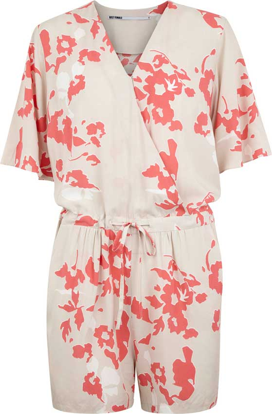 FET_Mode_JUST-FEMALE_SUMMER60_TAN-PLAYSUIT_PINKGREY-AOP_DKK599_EUR99_NOK999_GBP84_SEK999_USD128