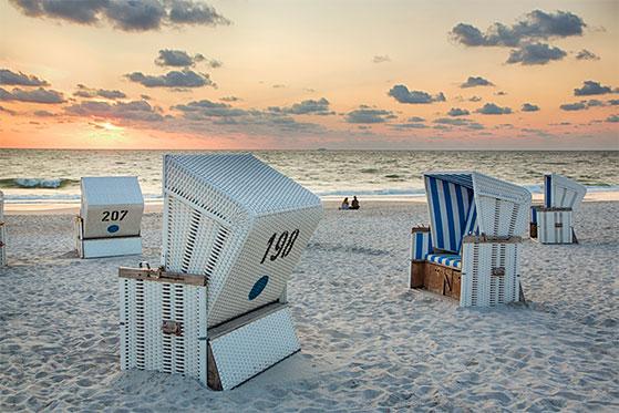 FET_Rejsereportage_Sommerliv_Sylt_(c)-Sylt-Marketing_Monica-Gumm_Strand-bei-Sonnenuntergang-
