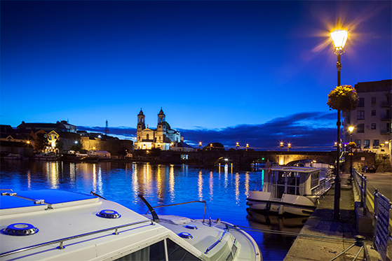 FET_rejseguide_Irland_Athlone_by_night-L