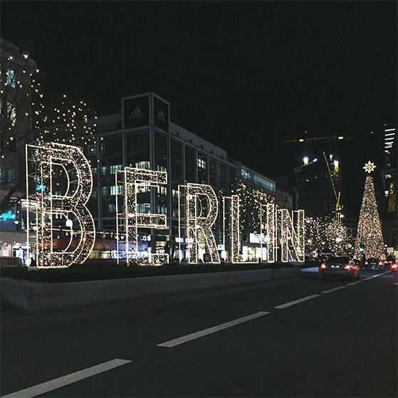 FET_leuchtendes_Berlin_Logo