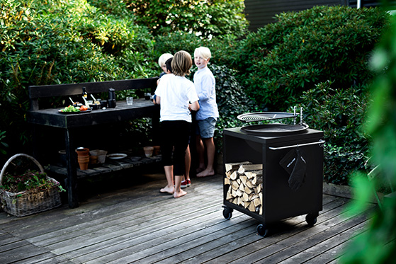 FET_Havetrends_Grill17_drenge_outdoorkatalog