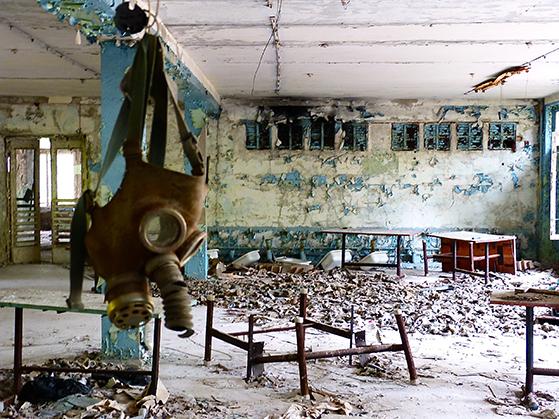 FET_Tjernobyl_Skolen-i-Prypiat.-Tidens-tand-og-indtrængende-vand-har-ødelagt-bygningerne