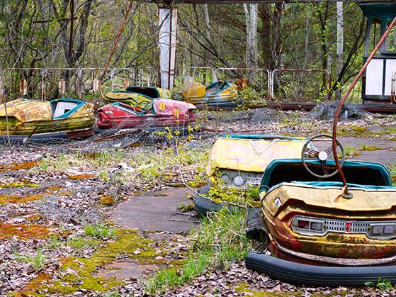 FET_Tjernobyl_engang-var-der-liv-og-glade-dage-i-forlystelsesparken-i-Prypiat.-Nu-står-radiobilerne-rustne-og-tomme-hen