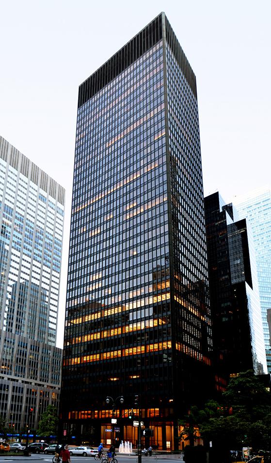 FET_Seagram-bygningen-er-et-godt-eksempel-på-The-International-Style-og-er-tegnet-af-Mies-van-der-Rohe