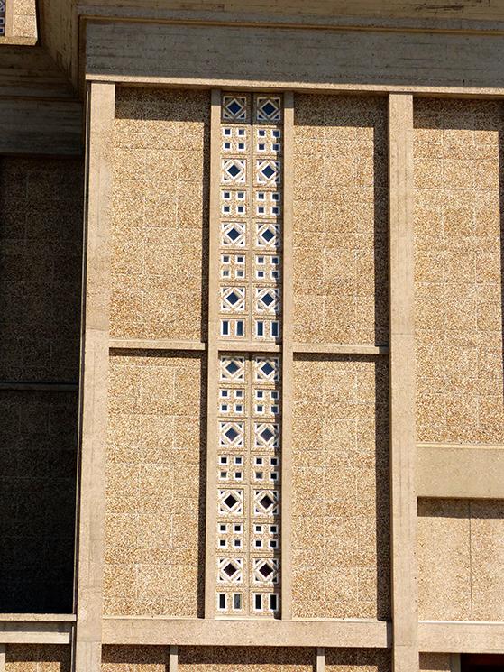 FET_Rejsereportage_etratat_Perret-gjorde-meget-ud-at-forskønne-materialet-beton.-Her-i-lyserød-indfarvning-og-med-forskellige-mønstre
