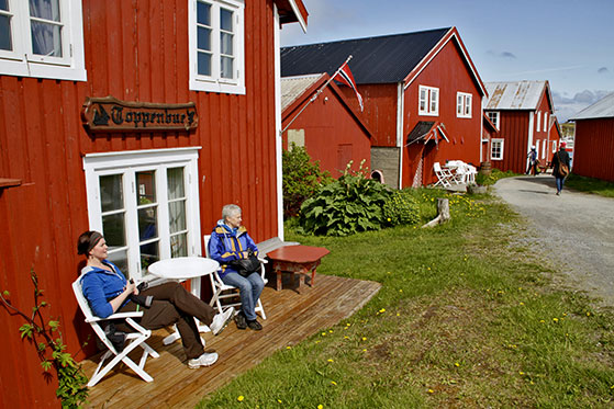 FET_Små-bitte-byer-på-mange-små-øer.-Vega-på-Helgelandskysten