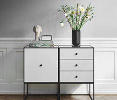 CAT_Designnyheder_Frame-49_light-grey_three-drawers_high