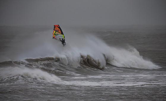 FET_Cold-Hawaii-i-Klitmøller-er-stedet-for-surfere.-Foto_-Mark-Wengler