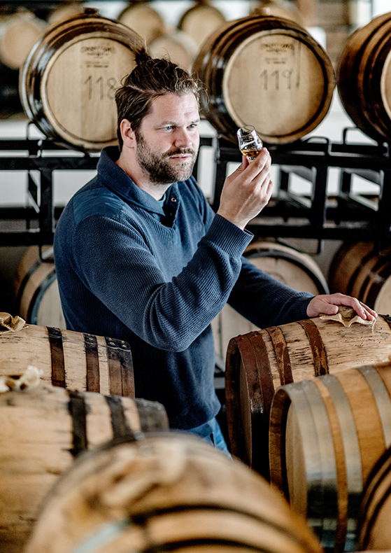 FET_Næsten-klar...-Den-danske-whisky-i-Thy-er-brygget-udelukkende-på-danske-råvarer